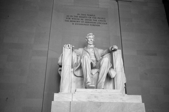 Lincoln the Enshirned Statue B&W